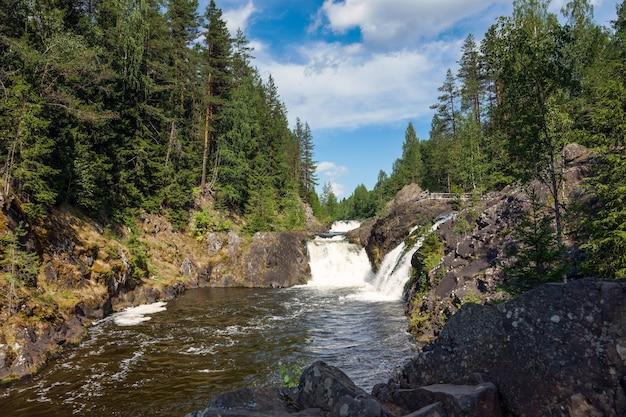 Kivach falls późnym latem, karelia