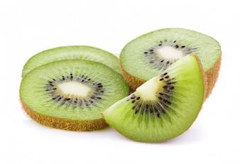 Kiwi owoc odizolowywająca na białym tle