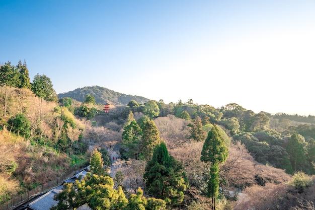 Kiyomizu-dera krajobraz z górą i niebem