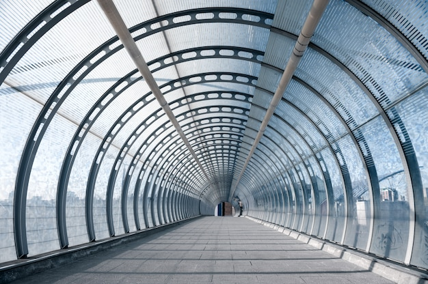 Kładka dla pieszych na dworcu dlr w londynie