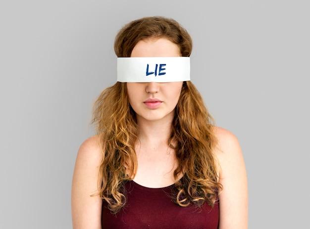 Kłamstwo fałszywe słowo oszukiwać koncepcja