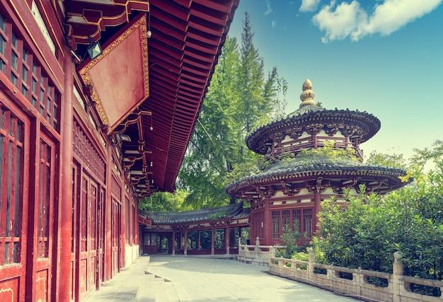 Klasyczna architektura w xi'an, prowincja shaanxi, chiny.