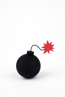 Klasyczna bomba na białym tle