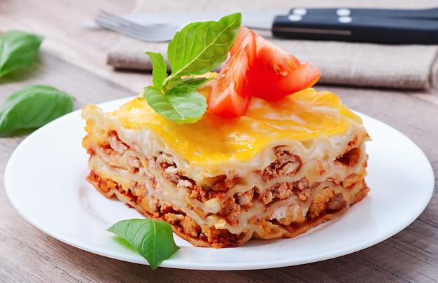 Klasyczna lasagne z sosem bolońskim
