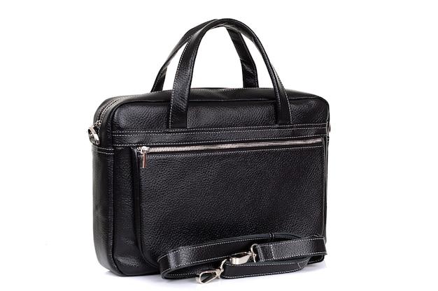 Klasyczna męska torba biznesowa z bliska na białej powierzchni