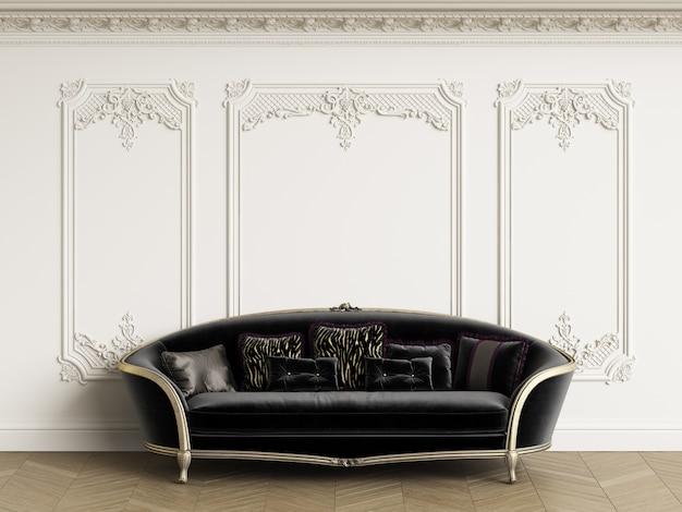 Klasyczna sofa w klasycznym wnętrzu z miejscem na kopię. białe ściany z listwami i ozdobnym gzymsem. parkiet podłogowy w jodełkę. renderowania 3d