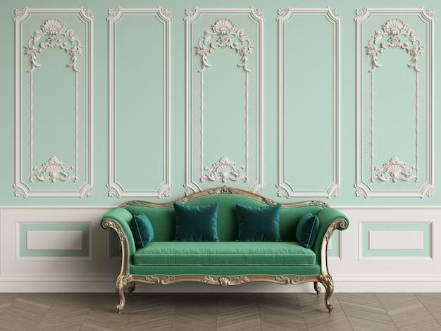 Klasyczna sofa w klasycznym wnętrzu z miejscem na kopię