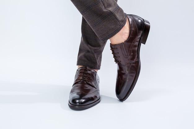 Klasyczne buty męskie ze skóry naturalnej, półbuty męskie pod klasyczny garnitur. zdjęcie wysokiej jakości