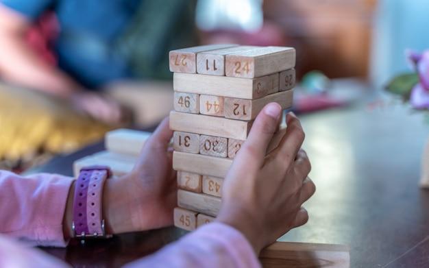 Klasyczne drewniane puzzle