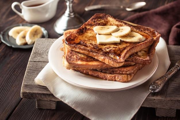 Klasyczne francuskie tosty z bananem