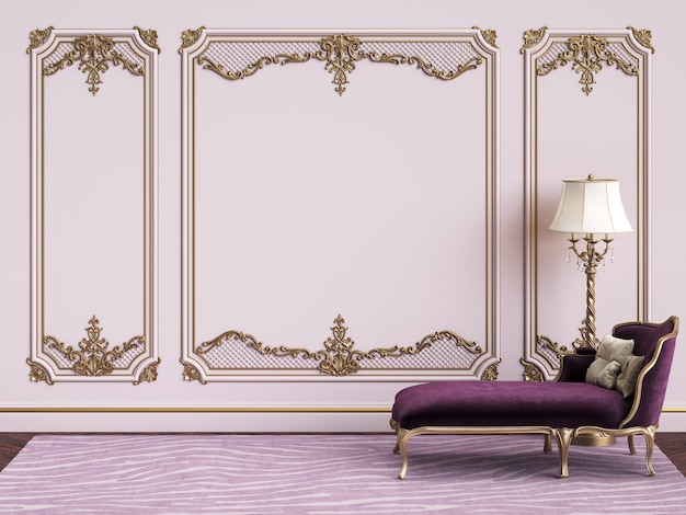 Klasyczne meble w klasycznym wnętrzu z miejscem na kopię. różowe ściany ze złoconymi listwami