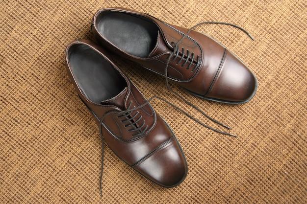 Klasyczne męskie brązowe buty oxford