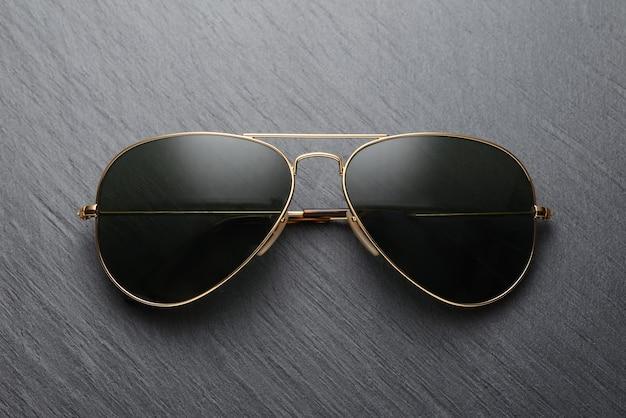 Klasyczne Metalowe Okulary Przeciwsłoneczne W Starym Stylu Premium Zdjęcia