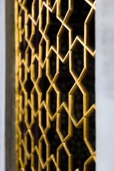 Klasyczne orientalne drzwi, wzór kaligrafii na pałacu topkapi w stambule