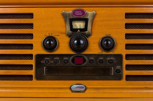 Klasyczne radio z wbudowanym drewnem