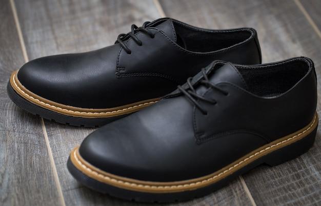 Klasyczne stylowe buty męskie