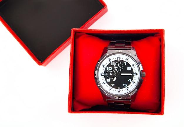 Klasyczne zegarki biznesowe w czerwonym pudełku