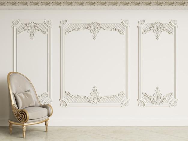 Klasyczny barokowy fotel w klasycznym wnętrzu. ściany z listwami i zdobiony gzyms. podłoga marmurowa. renderowania 3d