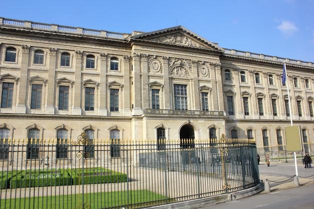 Klasyczny budynek w paryżu, francja