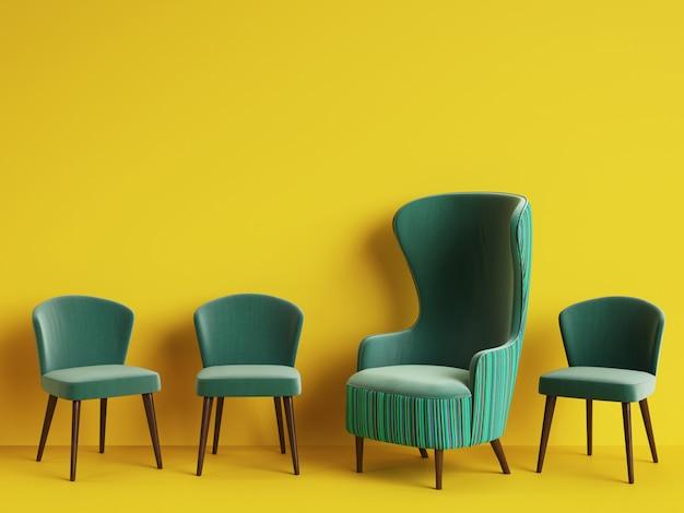 Klasyczny fotel wśród prostych krzeseł w kolorze zielonym z miejscem do kopiowania.