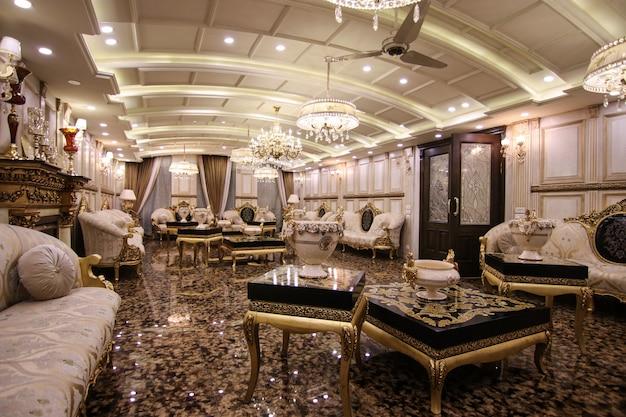 Klasyczny i królewski salon