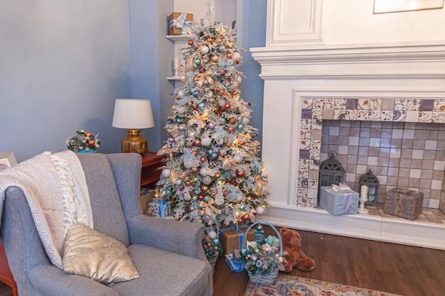 Klasyczny świąteczny wystrój pokoju