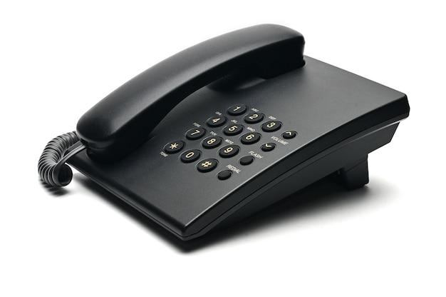 Klasyczny telefon przewodowy używany w domu i biurach na białym tle