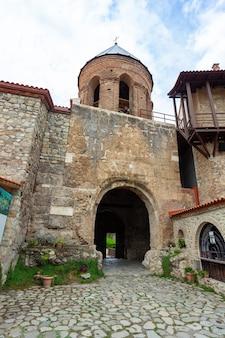 Klasztor alaverdi - gruziński klasztor prawosławny w regionie kachetia we wschodniej gruzji