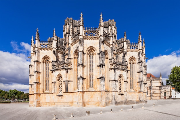 Klasztor batalha to klasztor dominikanów w cywilnej parafii batalha w portugalii. pierwotnie znany jako klasztor najświętszej marii panny zwycięskiej.