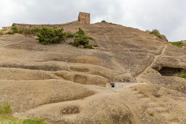 Klasztor david goreji duży kompleks jaskiń w kachetii w gruzji na granicy z azerbejdżanem
