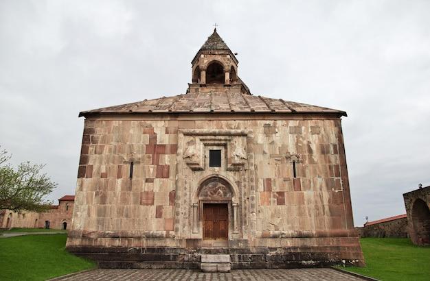 Klasztor gandzasar w górskim karabachu na kaukazie