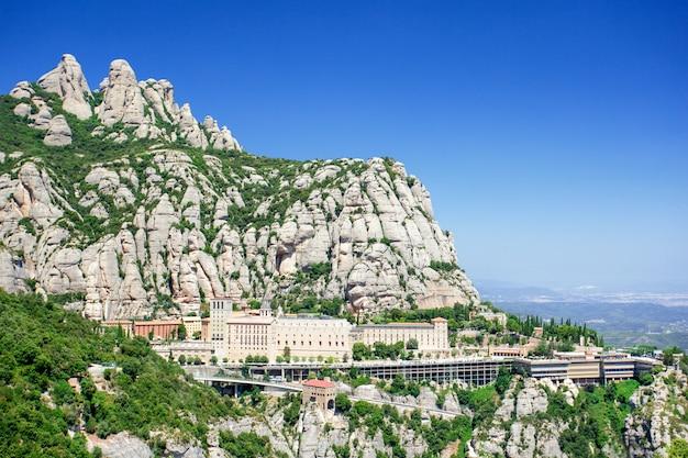 Klasztor montserrat w hiszpanii.