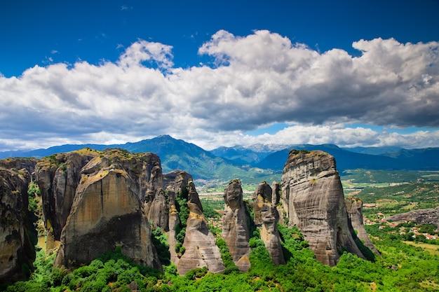 Klasztor na szczycie skały w meteory, grecja