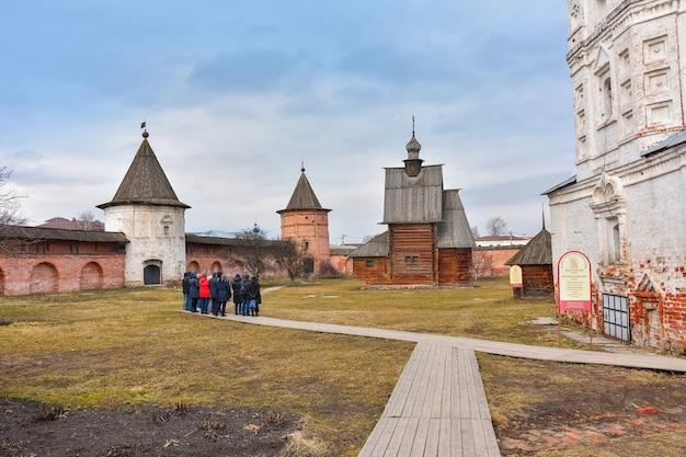 Klasztor św. michała archanioła, dziedziniec klasztoru