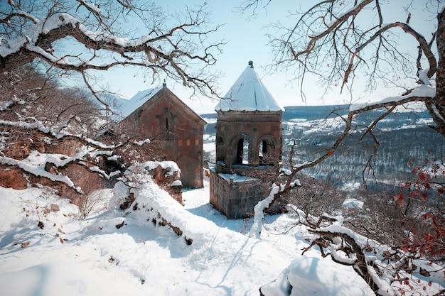 Klasztor tiri to xiii-wieczny kościół w pobliżu cchinwali na spornym terytorium osetii południowej.