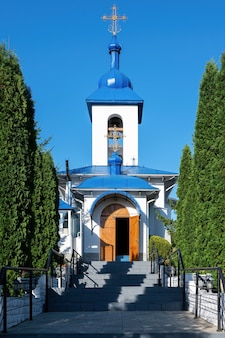 Klasztor ulmu w sihla w mołdawii w słoneczny dzień