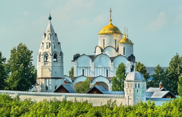 Klasztor wstawiennictwa bogurodzicy w suzdalu, złoty pierścień rosji