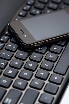 Klawiatura do smartfona i laptopa
