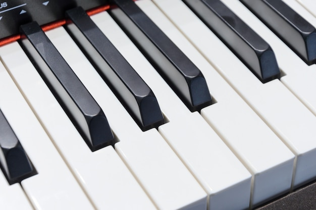 Klawiatura fortepianu z bliska