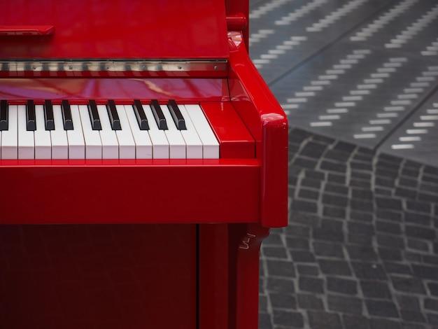 Klawisze klawiatury fortepianowej