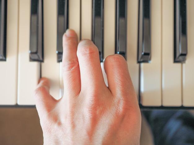 Klawisze klawiatury muzycznej