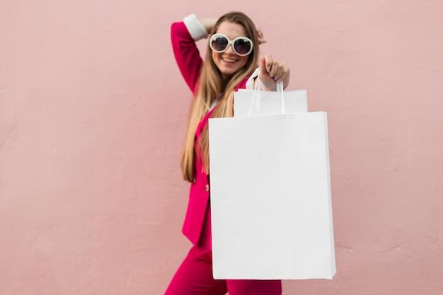 Klient nosi modne ubrania