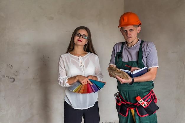 Klient zamawia kolor do malowania ścian w mieszkaniu