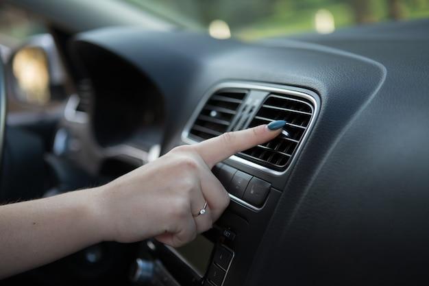 Klimatyzacja samochodowa. auto detal wnętrza.