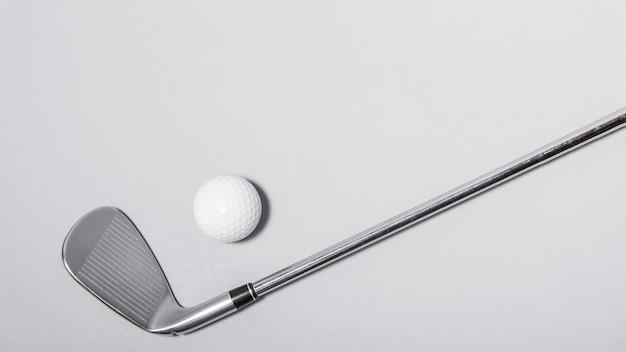 Klub golfowy o wysokim kącie