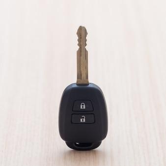 Klucz samochodowy na stole