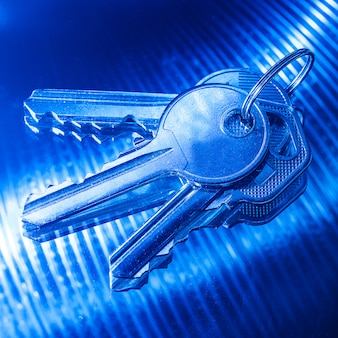 Klucze w kolorze niebieskim