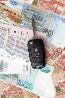 Kluczyki do samochodu na rachunkach