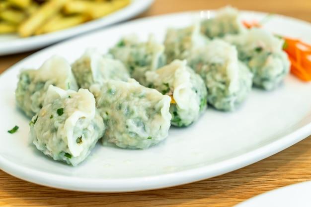 Kluska wieprzowa z warzywami w stylu chińskim