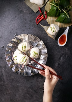 Kluski w stylu chińskim ze szczypiorkiem